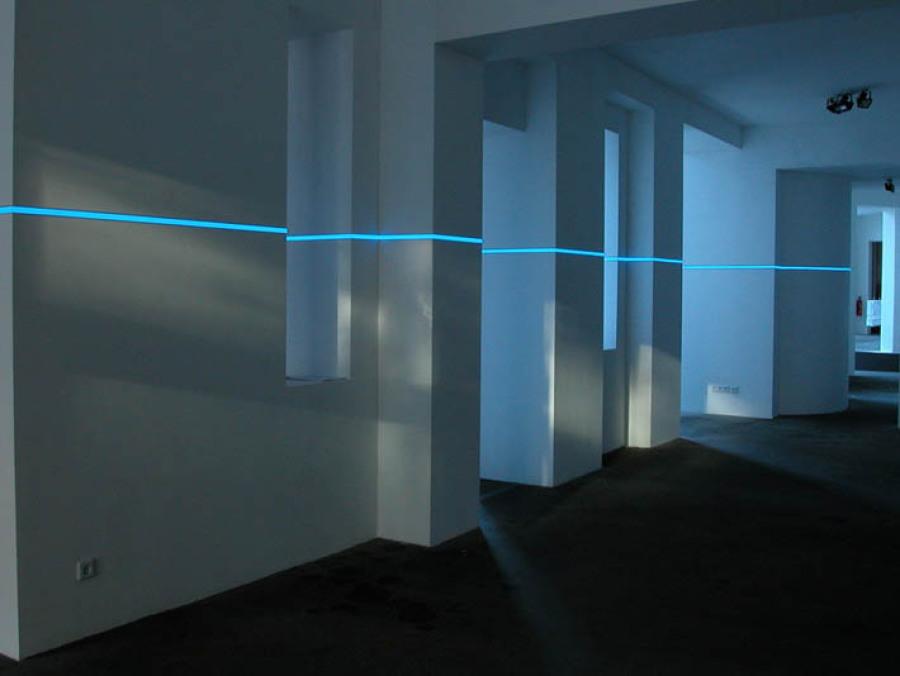 Raum-Lichtinstallation mit LED-Lichtlinien