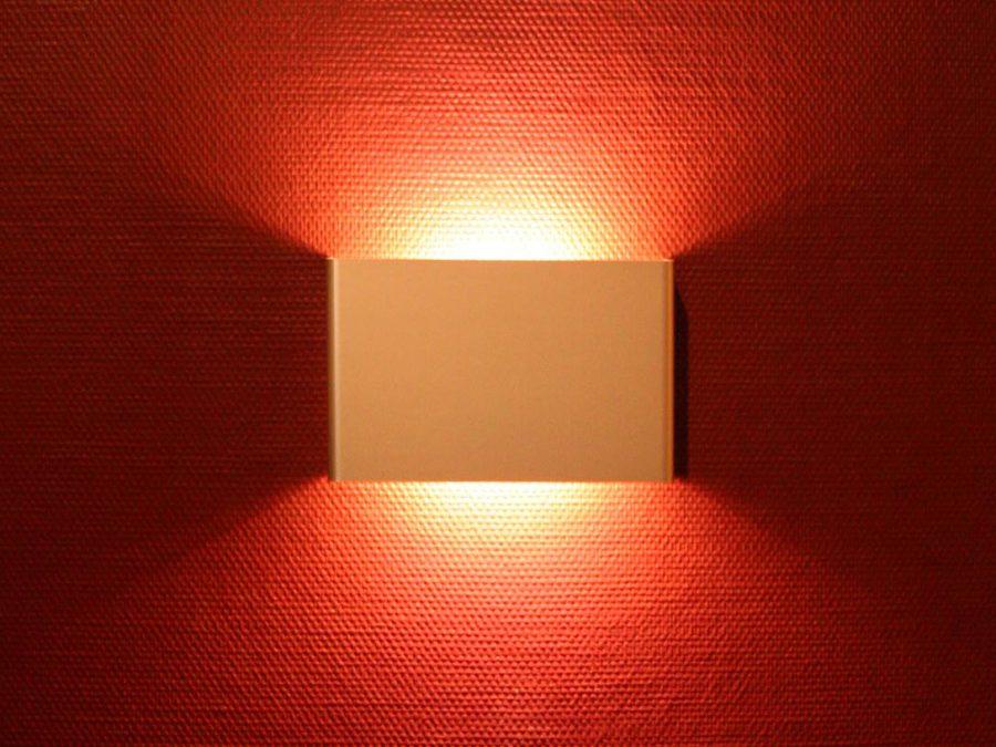 Raumgestaltung Galerie mit LRM-Wandleuchte